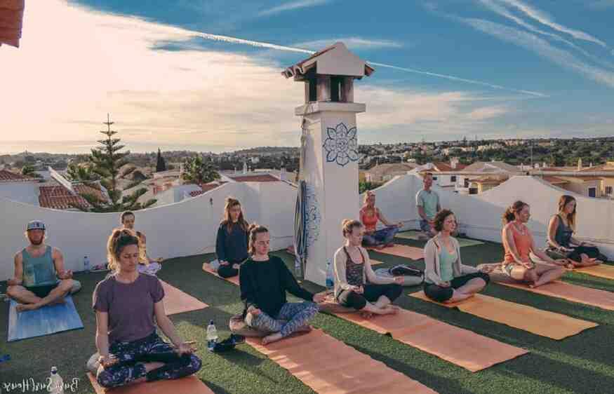 Quel est le pays d'origine du yoga ?